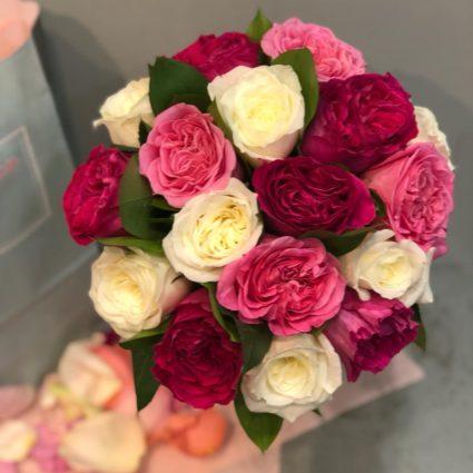 Стойкие ароматные розы из Колумбии. Букет 17 роз.