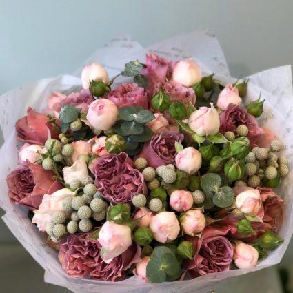 Букет из 17 роз в кофейной гамме