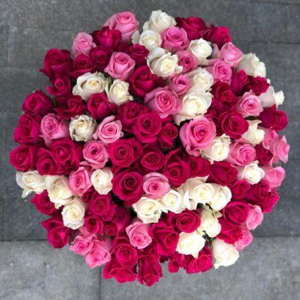 Яркий букет из 101 розы.