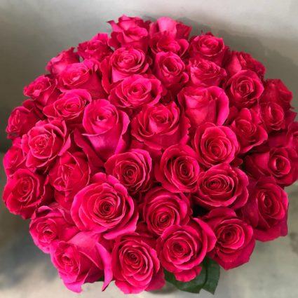 Насыщеный ярко-розовый букет из 45 крупных роз сорта Pink Floyd.
