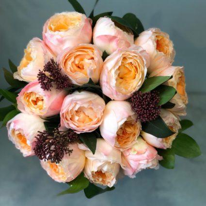 Букет из 15 пионовидных японских роз
