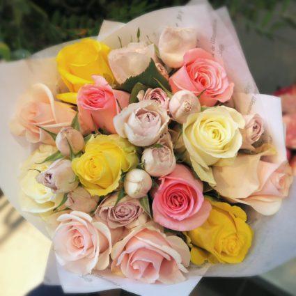 Нежные пудровые оттенки. Букет из 15 роз