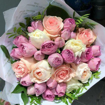 19 роз классический микс из садовых и кустовых.