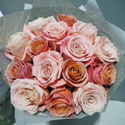 Ах, эти пепельные оттенки, в которые все влюблены. 15 роз.