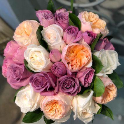 Свадебный букет из 17 английских садовых и кустовых роз