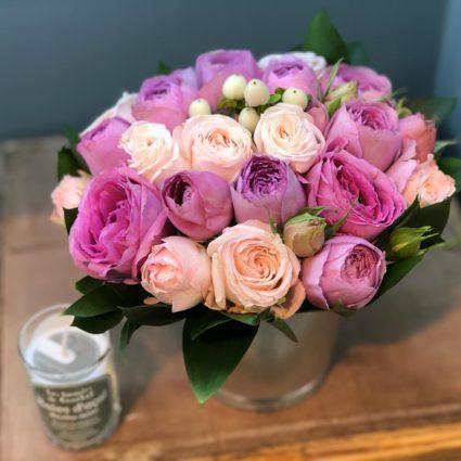 Ведерко с кустовыми розами улучшает настроение