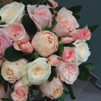 Букет микс безумно ароматных садовых роз. 21 роза