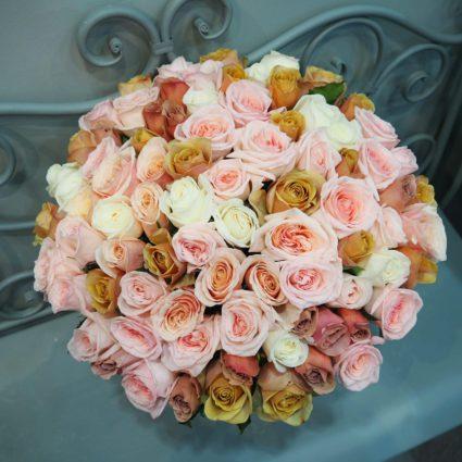 Любимые ароматные розы самых необычных оттенков. Букет из 77 роз