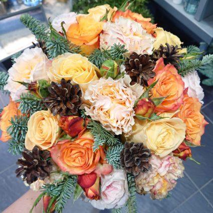 Букет из 19 роз с добавлением декора
