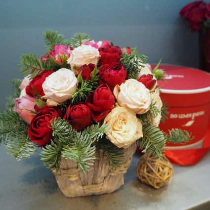 Композиция из 15 роз с ароматным нобилисом