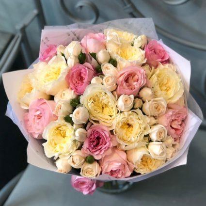 Светлые оттенки выразят чистоту ваших чувств, 25 роз
