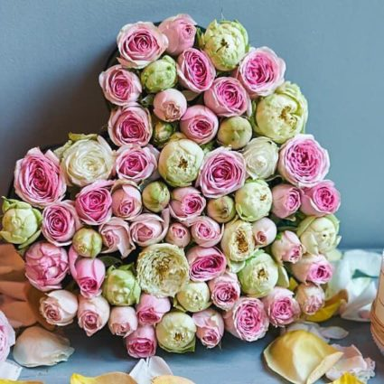 Букет в виде сердца из 51 розы