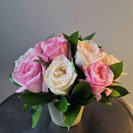 Композиция из 11 роз в ведерке